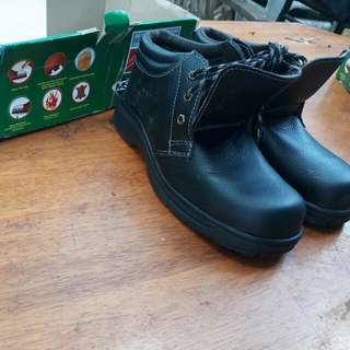 Safety Boot ( house clearing sales )
