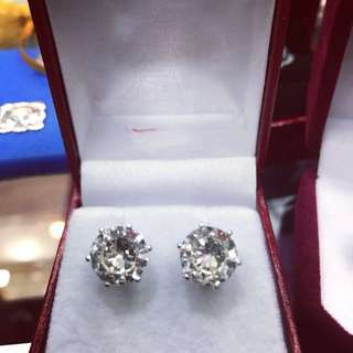 Clear white diamonds Earrings 3.1cts 3.0cts pairs 6.1cts