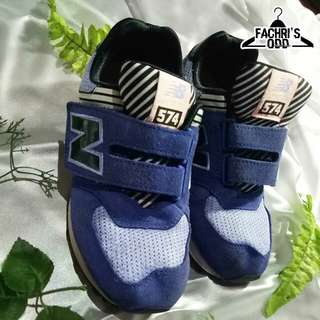 Sepatu NEW BALANCE   Size UE : 33