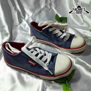 Sepatu LEVI'S   size UE : 33