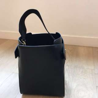 Leather handbag, latest bucket design