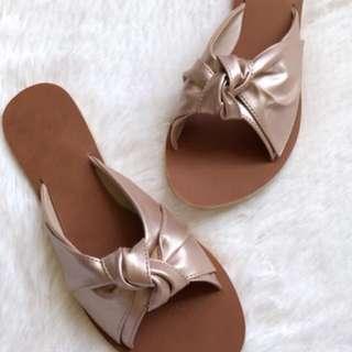 Liliw flat sandals