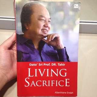"Buku motivasi ""living sacrifice"""
