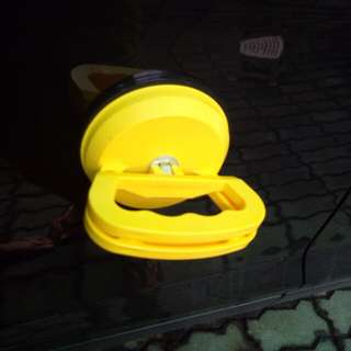 Heavy duty suction cup for dents