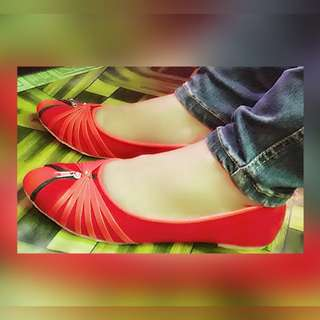 Sepatu flat merah