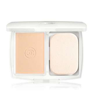 CHANEL Light creator whitening compact foundation