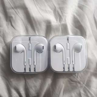 2x Apple ear pods