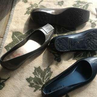 Sepatu karet anti slip