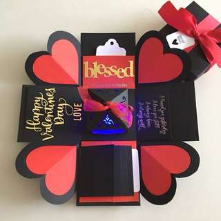 Valentine explosion box with lighthouse, 4 waterfall in black, red & gold