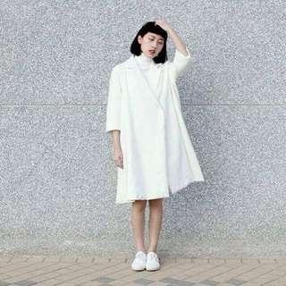 81199 19062 白色風衣外套