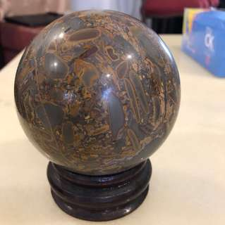 Brownish stone ball