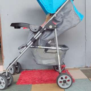 Preloved Sweet Heart Stroller With Carrier