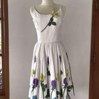 VTG 1950s Floral White & Roses Dress. Yellow, Blue, Purple. XS