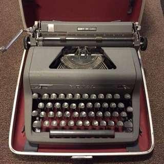 royal qdl typewriter