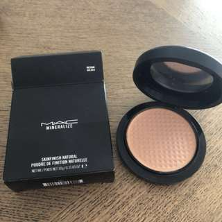 MAC Skinfinish Natural Powder in Medium Golden
