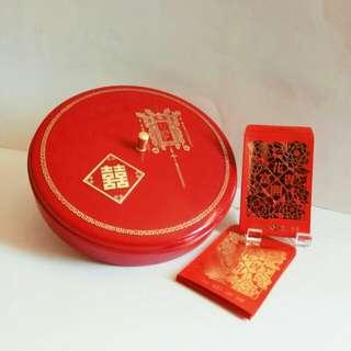 那些年,香港製造紅A糖果盒 (附送珍藏舊版匯豐,燙金短裝利是封40個 (歲月收藏品)