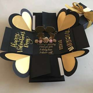 Valentine explosion box with couple, 8 waterfall in black & gold