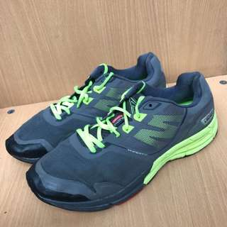 Sepatu sport running hyperfit