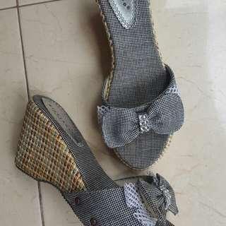 Sepatu pita
