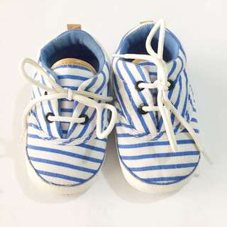 Baby walker soft sole shoes 12-18 mos