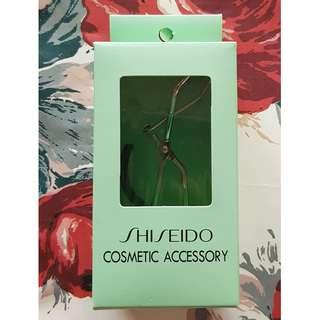 A102 - Shiseido Eyelash Curler