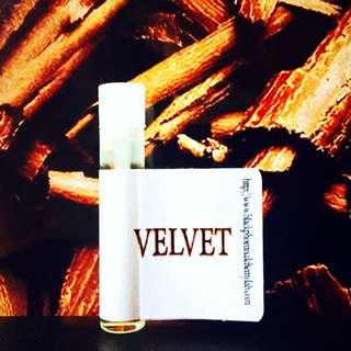 Black Phoenix Alchemy Lab: Velvet Perfume Oil