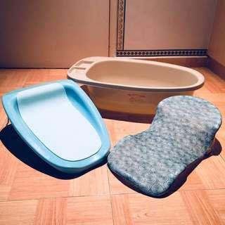 Baby bath tub with bath support