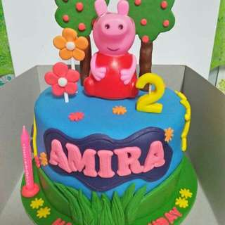 affordable fondant cake and cupcake
