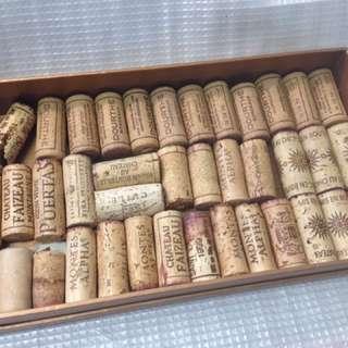 🚚 ★ 收藏用開瓶過後的紅酒軟木塞 ( 非 全 新 )