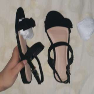 Bow Trim Sandals BRAND NEW (black)