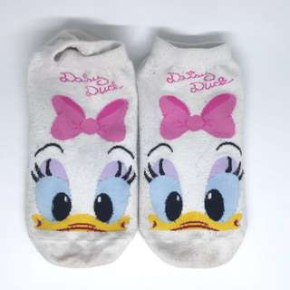 Women shocks daisy duck