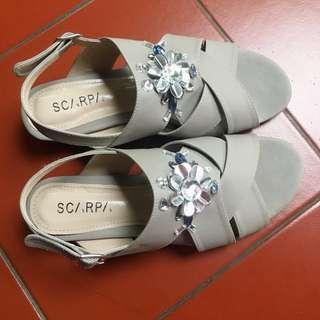 Sepatu Sandal Grey