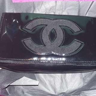 Chanel 金屬肩帶側背漆皮小手袋