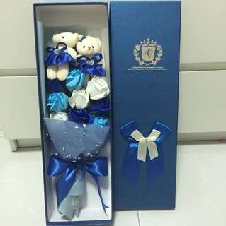 BN BLUE SOAP ROSES WITH BEARS