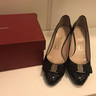 Ferragamo black shoes heels 37