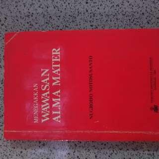 Buku UI Menegakkan Wawasan Alma Mater