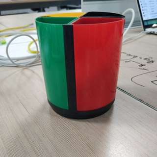 Colourful and modular pen stand