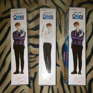 WANNA ONE YO-HI biscuit with cut out standee