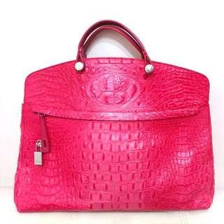 """Furla 桃紅色鱷魚皮手袋, 15-1/2闊 x 15""""高, 有長肩帶 (新舊如圖, 只用過幾次, 近乎全新) 有塵袋"""