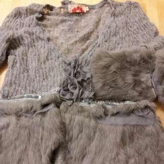 """麼氫加兔毛外套。  Size 6.  胸圍34"""",衫長21"""".  衫身及袖綴有厘士和珠, 非常浪漫。  買後未著過。"""