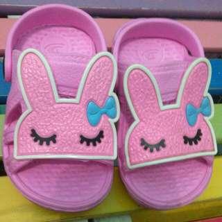 Sepatu sandal size 19