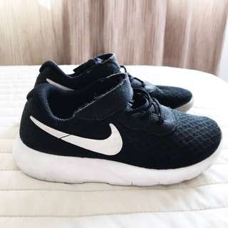 Authentic toddler Nike sneaker / shoes