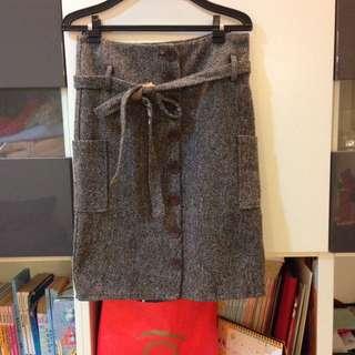 毛料及膝裙(附腰帶)