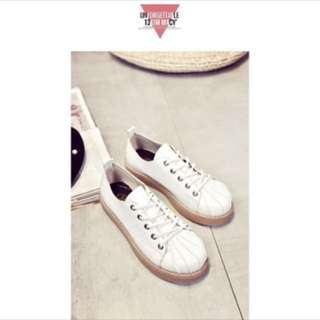 白色貝殼鞋