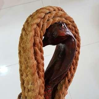80年历史眼镜蛇鞭,特有灵性。法绳亦稱「法鞭」、「法繩」、「淨鞭」或「 鞭」,係法壇法器。
