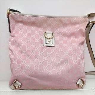 Gucci 粉紅色斜揹袋 (2手,新舊如圖. 只用過幾次)