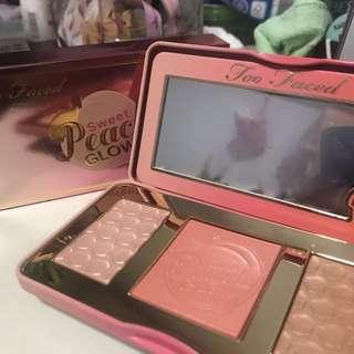 Too Faced Sweet Peach Glow Kit