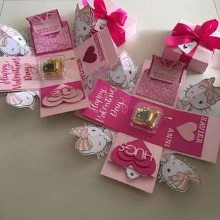 Kitty explosion box with hand wind musical box & 4 personalised photos in pink