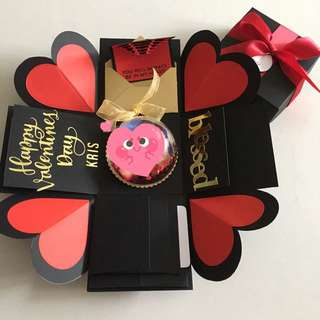 Valentine explosion box with personalised photo shaker, 4 waterfall in black, red & gold