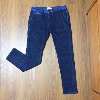 🚚 Zara牛仔褲(褲上有紋)